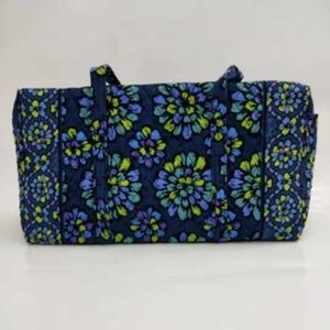 NWOT Vera Bradley large duffel Bag Indigo Pop